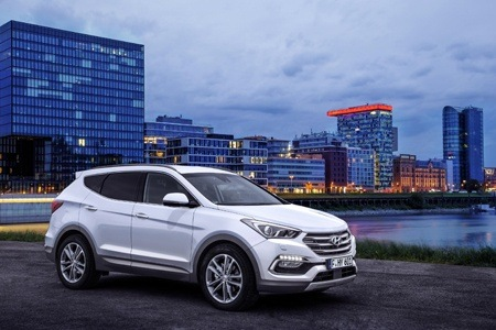 Hyundai Santa Fe surveys the city