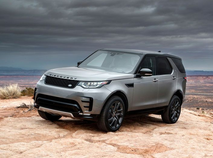 Grey Land Rover Discovery Side Picture