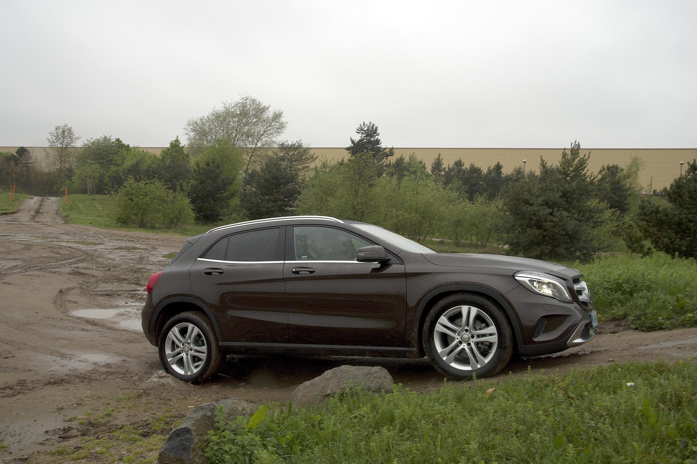 mercedes gla 200 cdi amg line review. Black Bedroom Furniture Sets. Home Design Ideas