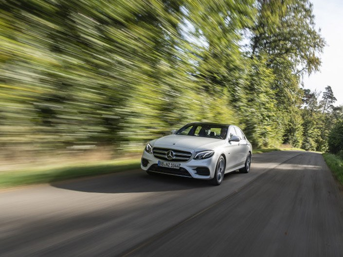Mercedes-Benz E Class Saloon E300 de in Diamond White Metallic