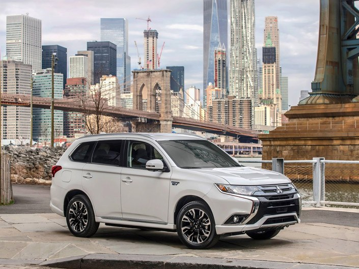 Mitsubishi Outlander PHEV 2017 in White