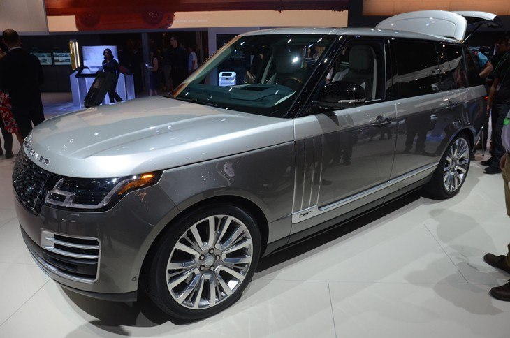 New Range Rover 2018 side view