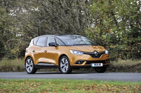 Renault Scenic Dynamique S dCi 110 on the road