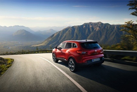 The all-new Renault Kadjar on the road