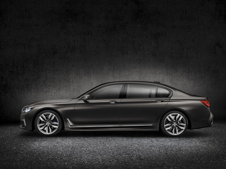The new BMW M760Li xDrive side view