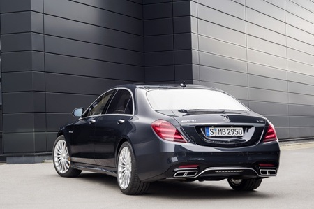 The new Mercedes-Benz S Class rear view