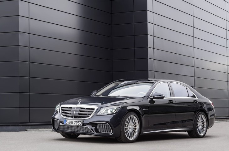 The new Mercedes-Benz S Class side view