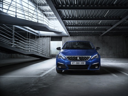 The new Peugeot 308 front view