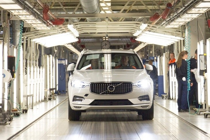 The new Volvo XC60 rolls off the production line