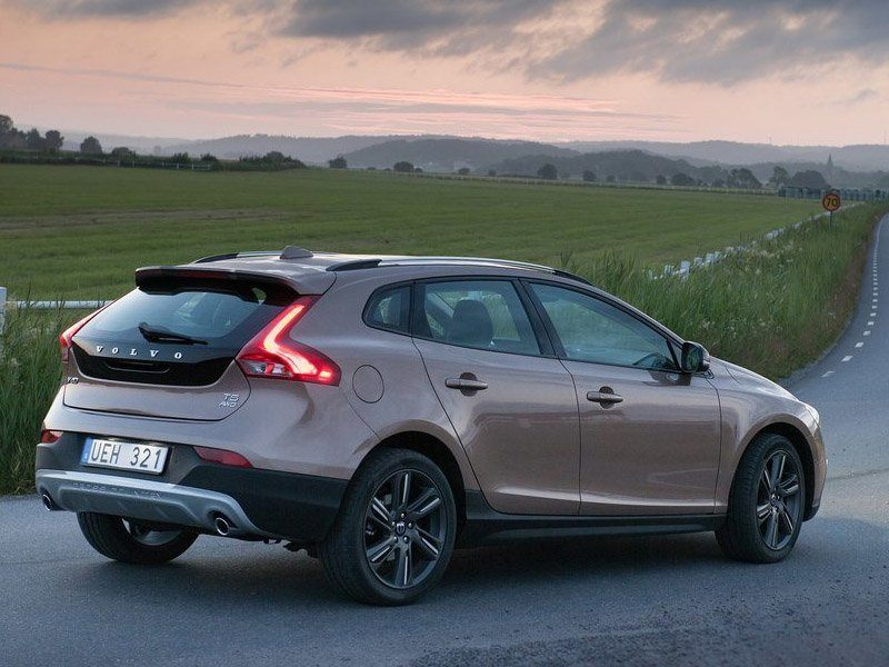 Volvo V40 Brown Back 2