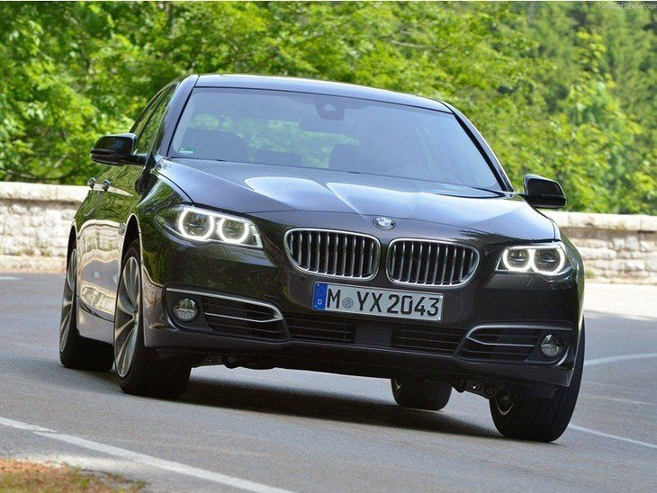 BMW 5 Series Touring Black Exterior Front 2
