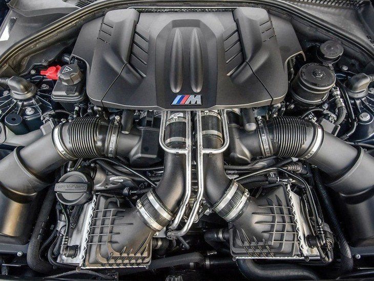 BMW M5 Saloon Engine