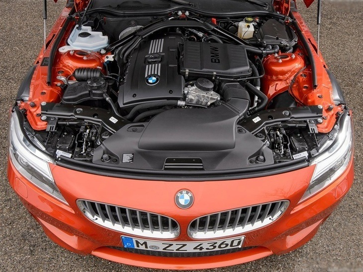 BMW Z4 Roadster Red Engine