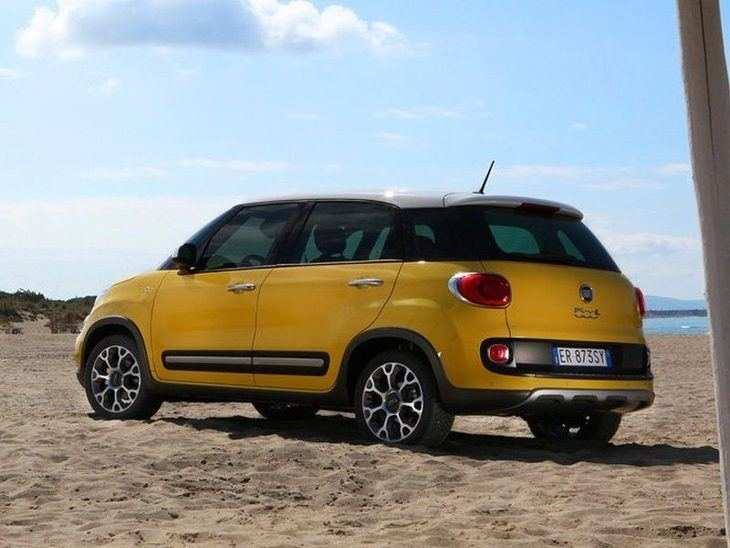 Fiat 500 L Yellow Exterior Back