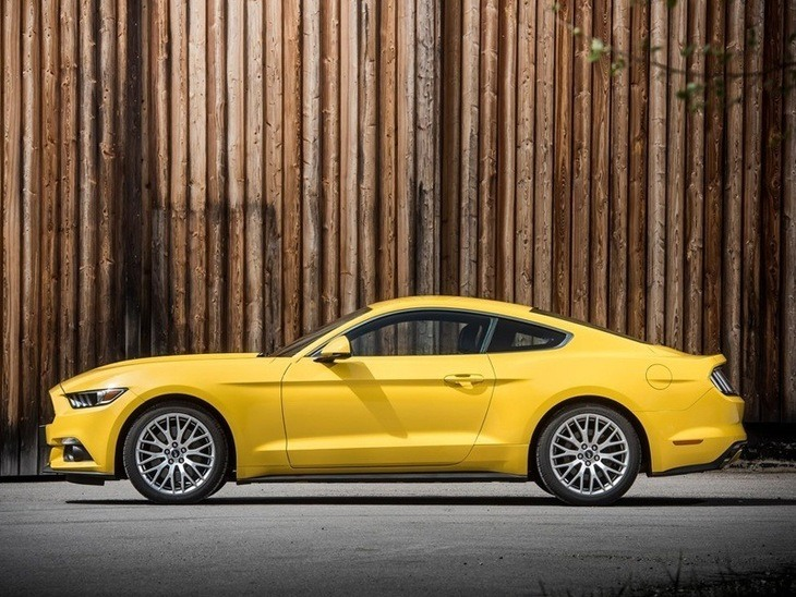 Ford Mustang Fastback Yellow Exterior Side