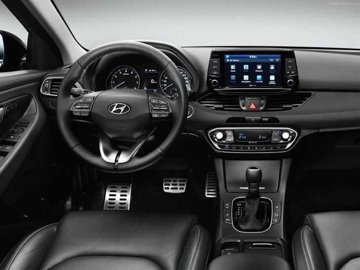 hyundai i30 hatchback 1 6 crdi blue drive se nav car. Black Bedroom Furniture Sets. Home Design Ideas