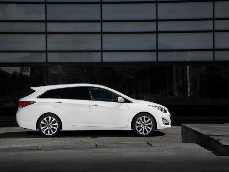 Hyundai i40 Tourer White Exterior Side