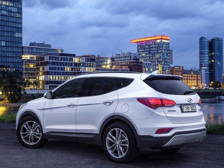 Hyundai Santa Fe New Model White Exterior Side2