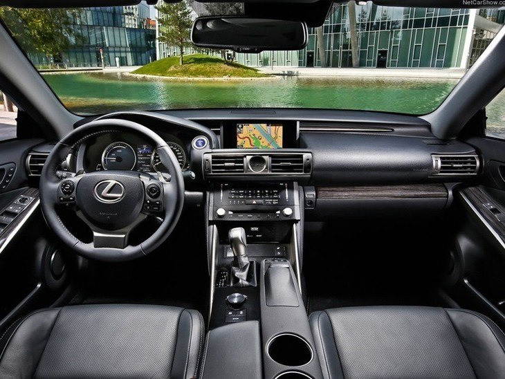 Lexus IS Saloon White Interior