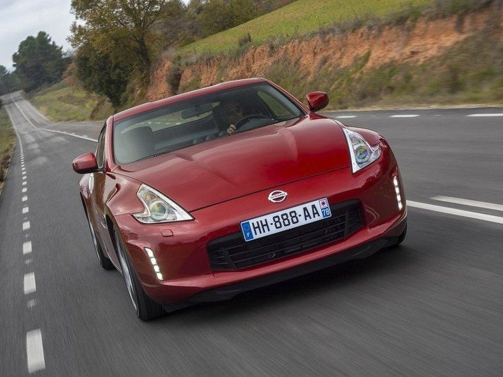 Nissan 370Z Red Exterior Front2