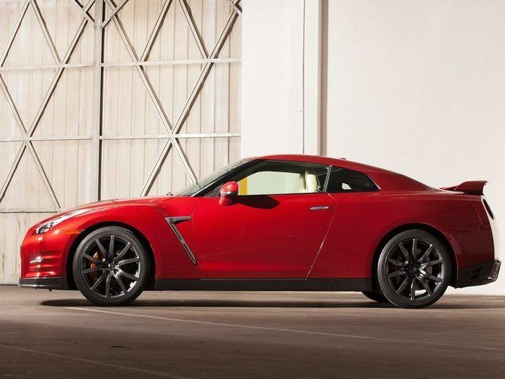Nissan GT-R Red Exterior Side