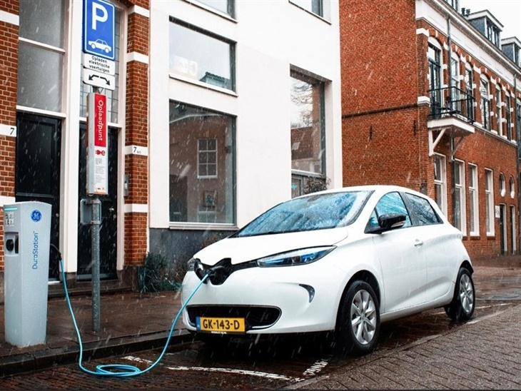 Renault Zoe White Exterior Front 3
