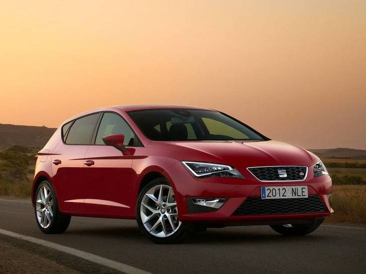 Seat Leon Hatchback Red Exterior Front 2