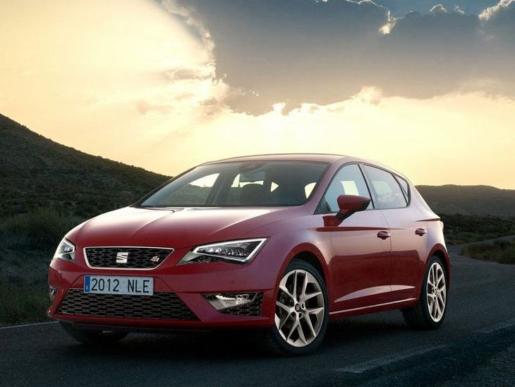 Seat Leon Hatchback Red Exterior Front 3