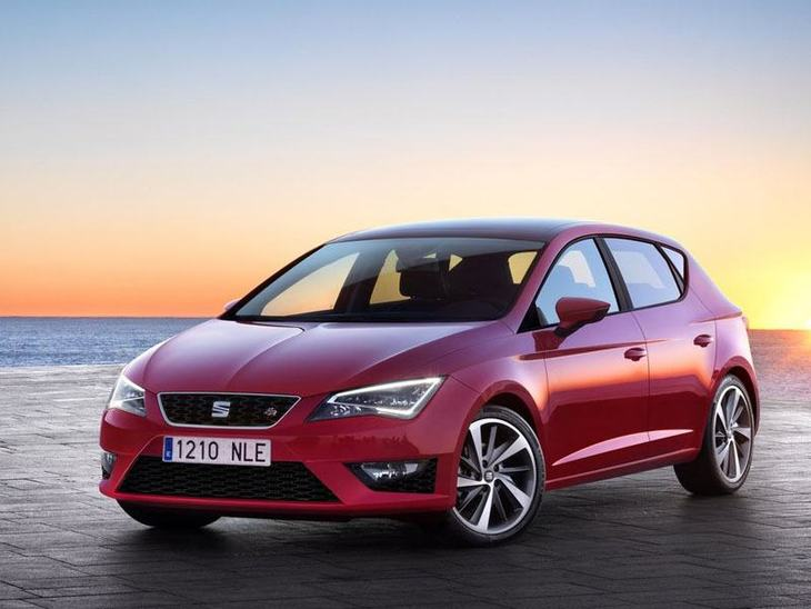 Seat Leon Hatchback Red Exterior Front