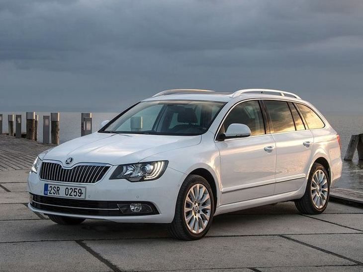 Skoda Superb  Estate Exterior White Front 2