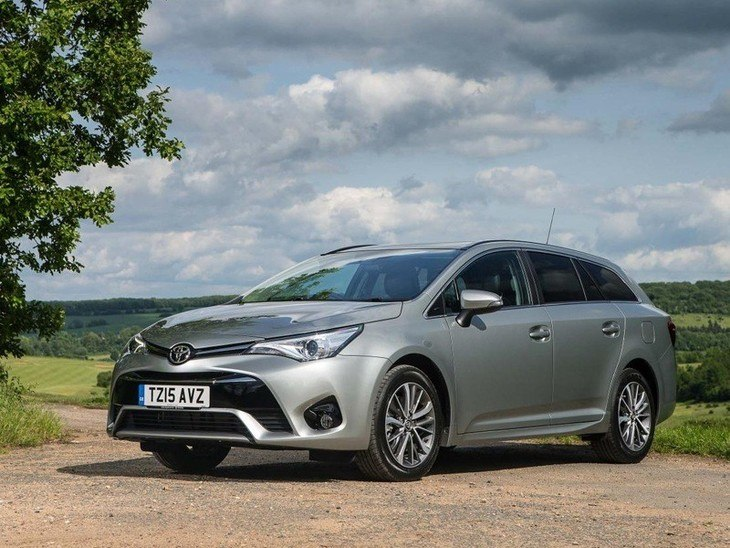 Toyota Avensis Touring Sport Silver Exterior Front