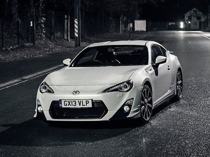 Toyota GT86 White Exterior Front 3
