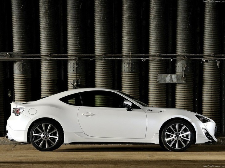 Toyota GT86 White Exterior Side