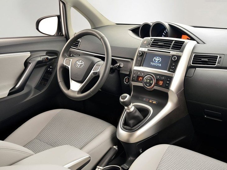Toyota Verso Interior Front