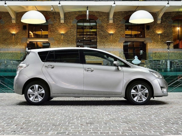 Toyota Verso Silver Exterior Side
