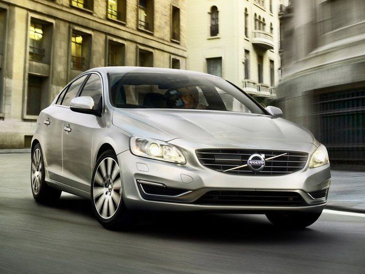 Volvo S60 Exterior Silver Front 2