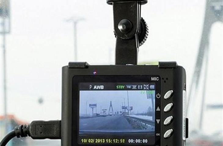 Pros and Cons of a Dashboard Camera