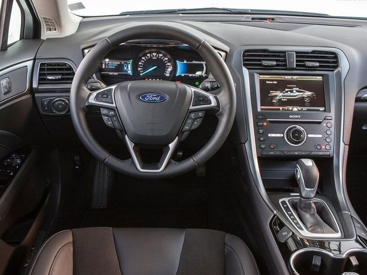 Ford Mondeo Saloon Black Interior