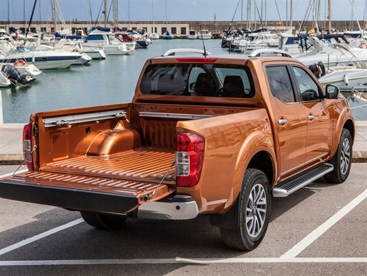 nissan navara double cab pick up tekna 190 4wd auto. Black Bedroom Furniture Sets. Home Design Ideas