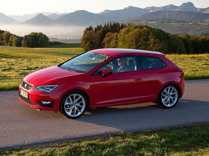 Seat Leon Sport Coupe Red Side