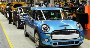 New MINI 5-Door Hatch starts off in Oxford